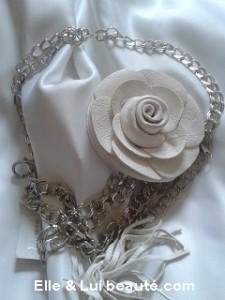 ceinture chaine à sacoche fleur blanche